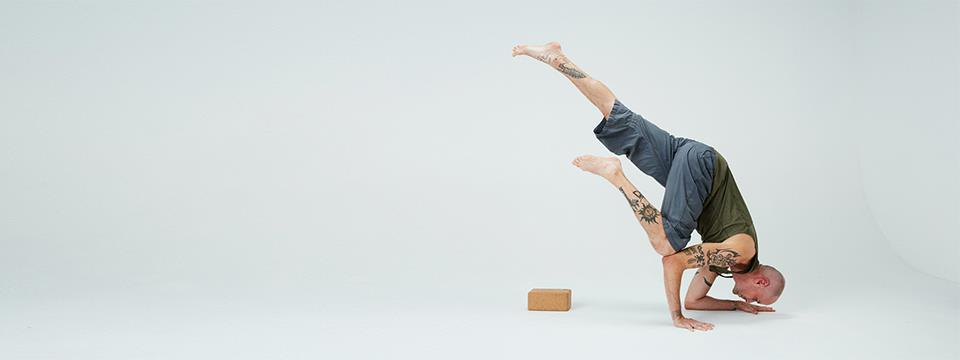 how to use yoga blocks