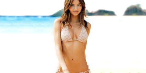 miranda kerr, beach essentials