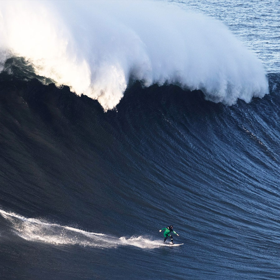 80-foot-tall-wave