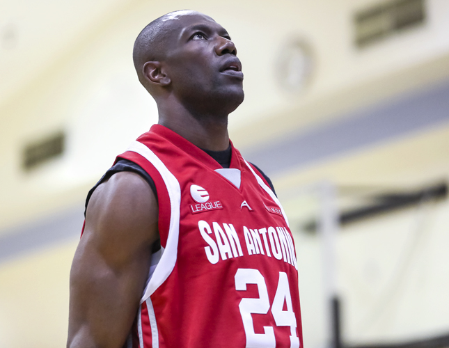 Q Blog, Equinox, Hollywood, Los Angeles, e-league, entertainment league, West LA, basketball, teams, celebrities, musicians, actors, boy's club, sports, sports league, games, tournaments, Terrell Owens