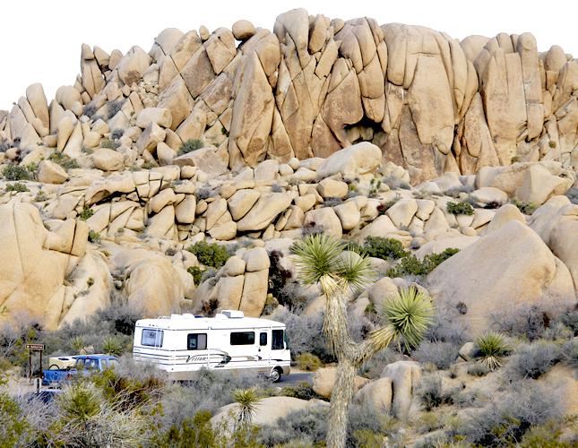 Q Blog, Roadtrip, RV, Camping, campsite, Joshua Tree National Park, California, Jumbo Rocks Campground, Pacific Coast Highway, hiking, nature, desert, rocks, boulders, climbing, USA